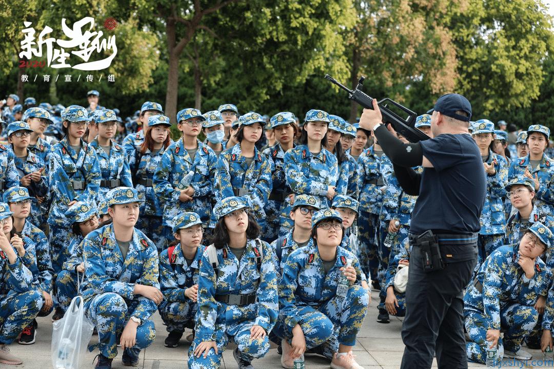北京大学2020新生军训轻武器射击打靶教官教学