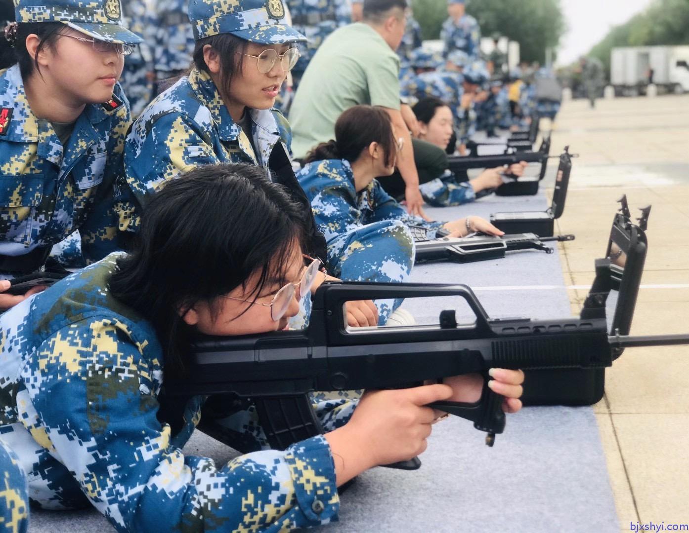 北京大学军训射击打靶